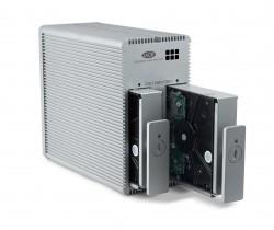 Voor een zakelijke NAS kies je best voor een RAID-1 opstelling, zodat de twee schijven identieke kopieën zijn van elkaar