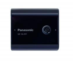 De Panasonic QE-Q_201 past in de palm van een hand