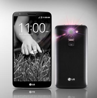 De achterkant van de LG G2 mini, getoond naast zijn grotere broer de LG G2