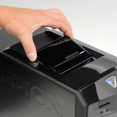 Zoals bij alle Aldi-Medion desktops: een ligplaats voor een externe HDDrive bovenaan